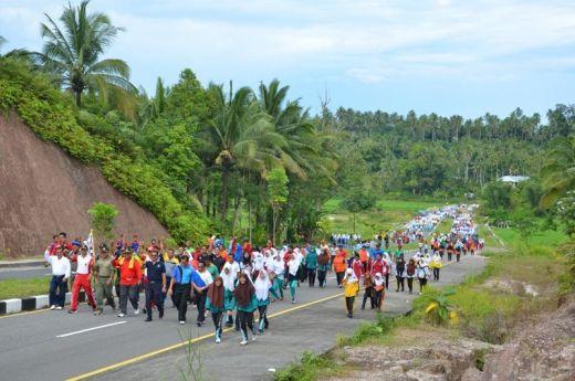 Gerak Jalan Sehat Anti Narkoba 2016 Dibanjiri Pelajar di Padang Pariaman