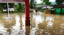 Tergelincir di Jembatan Bambu, Seorang Balita Tewas Terseret Banjir di Solok Selatan