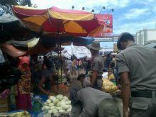 tata-pasar-raya-pemko-padang-tertibkan-pedagang-di-ruas-jalan-pasar-baru