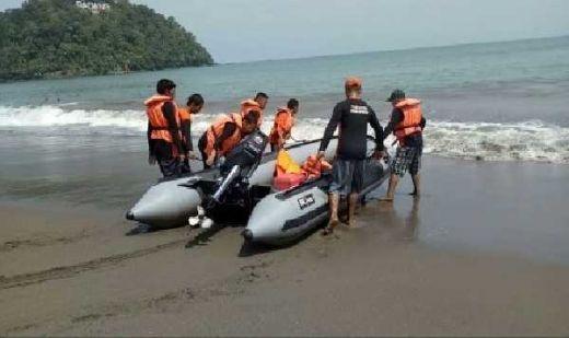 Libur Lebaran, <em>Baywatch</em> Pantai Padang Siaga Jaga Pengunjung