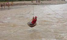 Kunjungi Korban Banjir di Pasaman Barat, Anggota DPR Ini Rela Bertaruh Nyawa