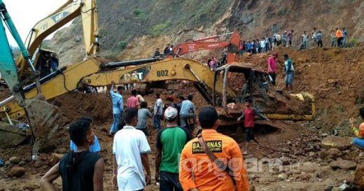 2 Pekerja Tertimbun Tebing Longsor di Padang, 1 Meninggal, 1 Orang Lagi Masih Dicari