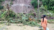 Hujan Deras, 4 Rumah Tertimbun Longsor di Pesisir Selatan