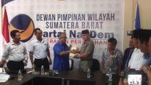 Emzalmi Resmi Mendaftar Sebagai Cawako Padang ke Partai Nasdem