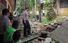 Dihantam Hujan Lebat, Pagar Sekolah Roboh, Murid SD di Sijunjung Tewas