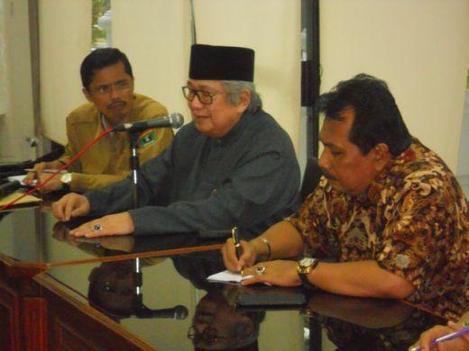 Raja Alam Pagaruyung Protes Pemberian Gelar Untuk Gubernur Sumbar Irwan Prayitno