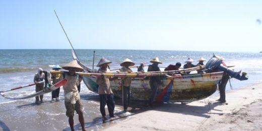 Para Nelayan Pasaman Barat Minta Pemerintah Jangan Lagi Naikkan Harga BBM