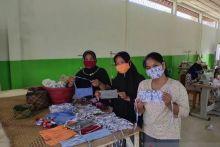 UMKM Padang Produksi 300 Ribu Masker saat Covid-19