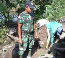 Sukseskan Swasembada Pangan, TNI dan Warga Bangun Saluran Irigasi di Kecamatan IV Jurai Pesisir Selatan