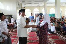 Pemerintah Kabupaten Solok Serahkan Bantuan Bagi Penggiat Keagamaan