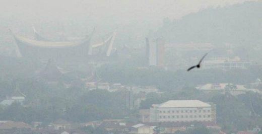 Kabut Asap di Sumbar Makin Tebal, Jarak Pandang Menurun