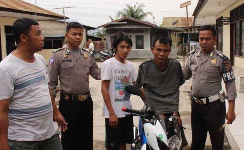 Congkel Motor di Teras Rumah, 2 Maling Bonyok Dipukuli Massa di Lubukbegalung