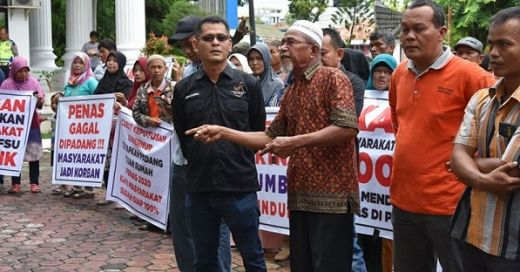 PENAS Tani 2020 Batal di Kota Padang, Ratusan Massa Unjukrasa di DPRD Sumbar