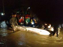 Danrem 032/Wirabraja Pimpin Pasukan Bantu Warga Terkena Banjir di Padang dan Padang Pariaman