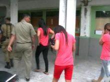 Salon Esek-esek Padang Teater Disegel, Puluhan PSK Mengamuk dan Ada yang Nekat Lepas Pakaian