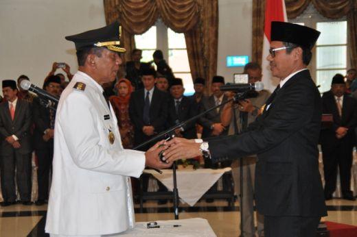 Wabup Rusma Yul Anwar terika SK Pengangkatan dari Gubernur Sumbar Irwan Prayitno.