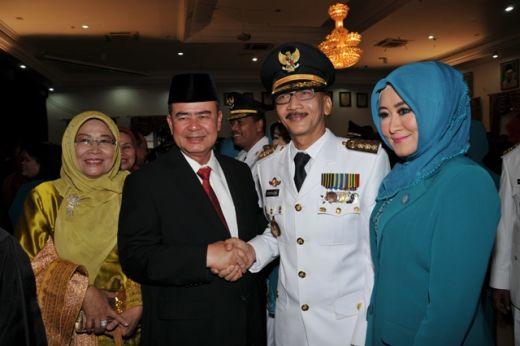 Bupati Hendarajoni bersama Wagub Nasrul Abit.