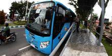 Siswa Naik Bus Trans Padang, Bayarnya Boleh Pakai Botol Bekas Air Mineral