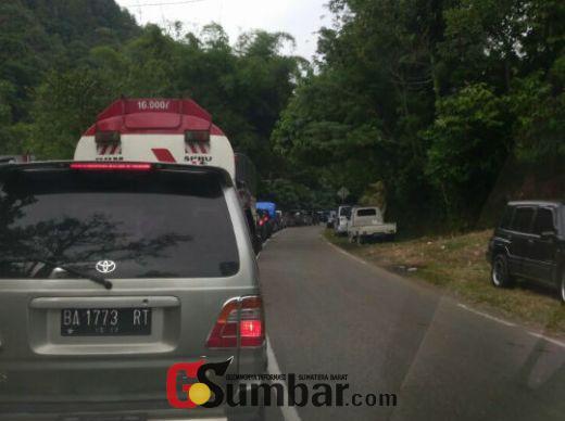 Tim SAR Lanjutkan Pencarian 3 Korban Isuzu Panther yang Mencebur ke Sungai di PLTA Agam, Jalanan di Lokasi Kejadian Macet