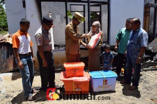 Bupati Bantu Lusi Novida,Korban Kebakaran Rumah di Mungka