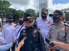 Antisipasi Penyebaran Covid - 19, Pokdar Kamtibmas Bukittinggi Bagikan Masker di Pusat Keramaian