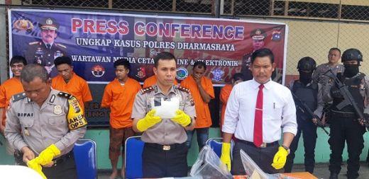 Polres Dharmasraya Tangkap 1 Kg Sabu dan 5 Tersangka