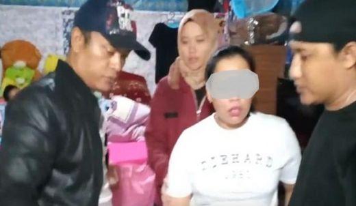 Edarkan Sabu, Ibu di Agam Ini Menangis saat Ditangkap Polisi