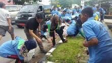 LISA Beraksi Memungut Sampah di Kota Padang