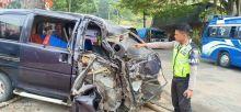 Truk dan Espass Tabrakan di Jalan Lintas Payakumbuh - Bukittinggi, Dua Orang Terluka