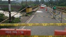 Diguyur Hujan Deras, Tebing Dekat Jembatan Kantor Camat Payakumbuh Barat Tergerus