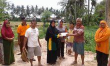 Tinjau Pembangunan Masjid Kampung Jambak, Isteri Walikota Padang Bantu Tiga Truk Timbunan