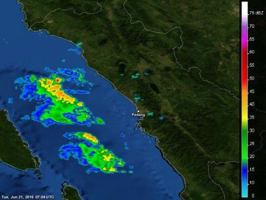 Waspada! BMKG Peringatkan Kota Padang dan Sebagian Sumbar Kemungkinan Terjadi Hujan Disertai Angin Kencang Jelang Berbuka