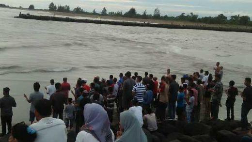 3 Hari Hilang Digulung Ombak, Bocah Belum Ditemukan, Warga Gelar Doa Bersama di Pantai