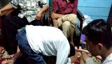 Ditangkap di Bukittinggi, Pengedar Sabu Cium Kaki Ayah saat Akan Dibawa Polisi