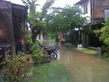 Listrik Padam, Air PDAM tak Mengalir, Lengkap Sudah Penderitaan Korban Banjir di Kota Padang