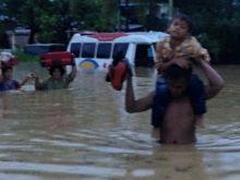 Ini Foto-Foto Ganasnya Banjir di Kota Padang, Wako dan Wawako Padang Terlibat Langsung Tangani Musibah