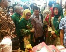 Wapres Jusuf Kalla , Gubernur DKI Ahok dan Irwan Prayitno Dorong Tenun 50 Kota Go Internasional