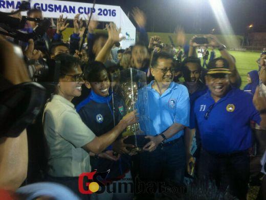 Kecamatan Koto Tangah Padang Akhirnya Keluar Sebagai Juara Turnamen Sepakbola Antar Kecamatan Irman Gusman Cup 2016