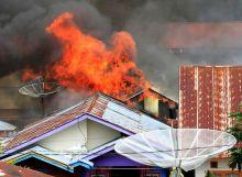 Diduga Korsleting Listrik, Lima Rumah di Kayu Kubu Bukittinggi Ini Ludes Dilalap Api