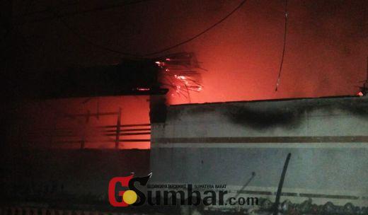 Jelang Dini Hari, Warga Belakang Balok Bukittinggi Kembali Dikejutkan dengan Terjadinya Peristiwa Kebakaran