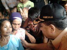 Sambangi Rumah Duka Korban Hanyut Batang Gumanti, Wabup Solok Hibur Orang Tua Korban