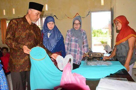 Mahyeldi Kunjungi Perkampungan Desaku Menanti