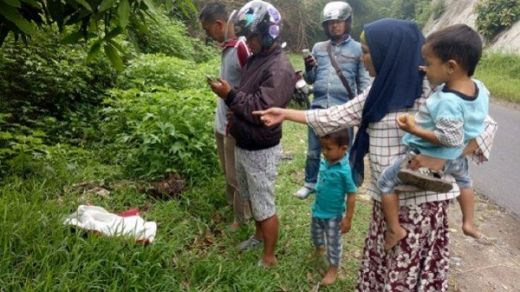 Sesosok Bayi Perempuan Ditemukan di Tepi Jalan di Tanah Datar