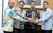 Kota Pariaman Raih Piala Wahana Tata Nugraha Untuk Kelima Kalinya