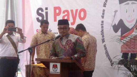 Ketua KPU Kota Payakumbuh Hetta Manbayu dalam sambutannya p;filename_1=ada Rapat Pleno terbuka penetapan pasangan calon wako wawako Payakumbuh