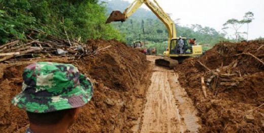 Hujan Lebat, Jalan Lintas Pasaman - Rokan Hulu Riau Longsor