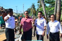 Tertibkan Bangunan di Pantai Muaro, Warga Turut Membantu Pemko Padang