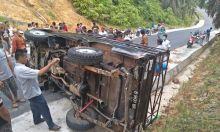 Mau Berwisata ke Bukit Lantak Dharmasraya, Mobil Bawa Murid TK Terguling