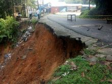 Diguyur Hujan, Jalan Lama Kelok 9 Longsor dan Terpaksa Ditutup
