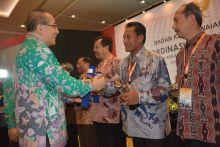 Gunakan CAT, Pemko Padang Terima BKN Award 2016